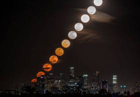 Moonrise Timelapse Over Los Angeles